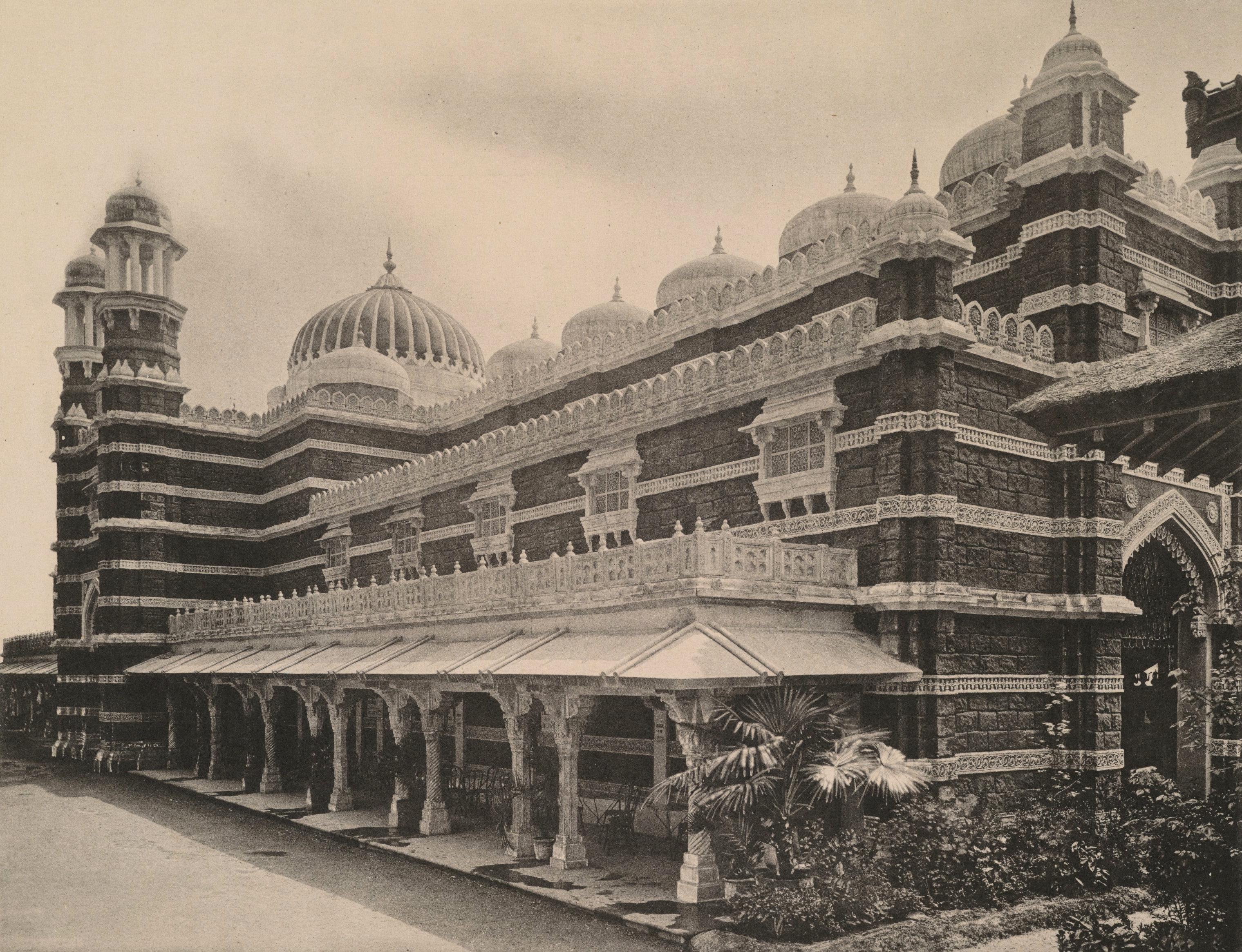 File Le Palais Indien Champ De Mars Jpg Wikimedia Commons
