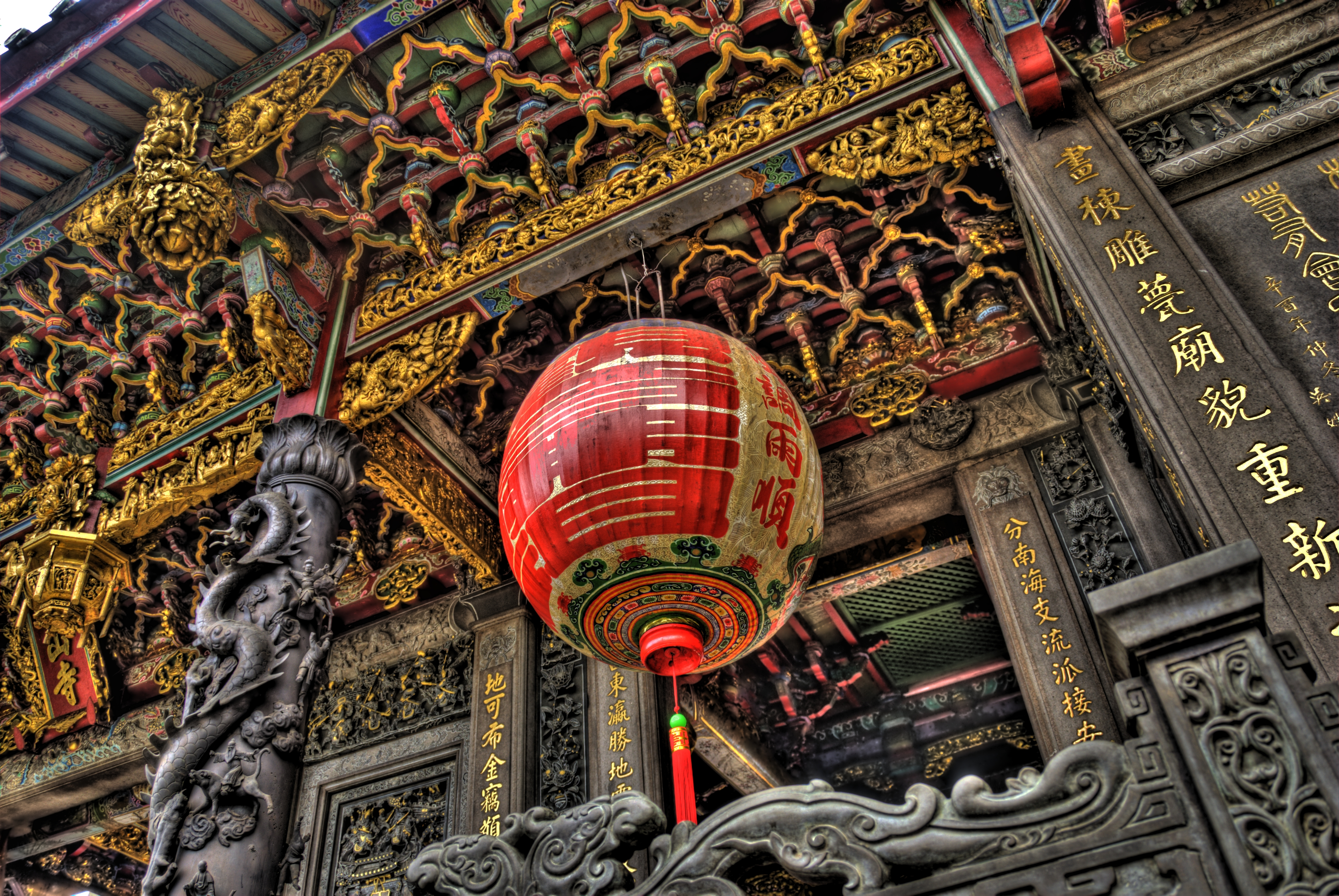 Longshan_Temple_Taiwan_Detail.jpeg
