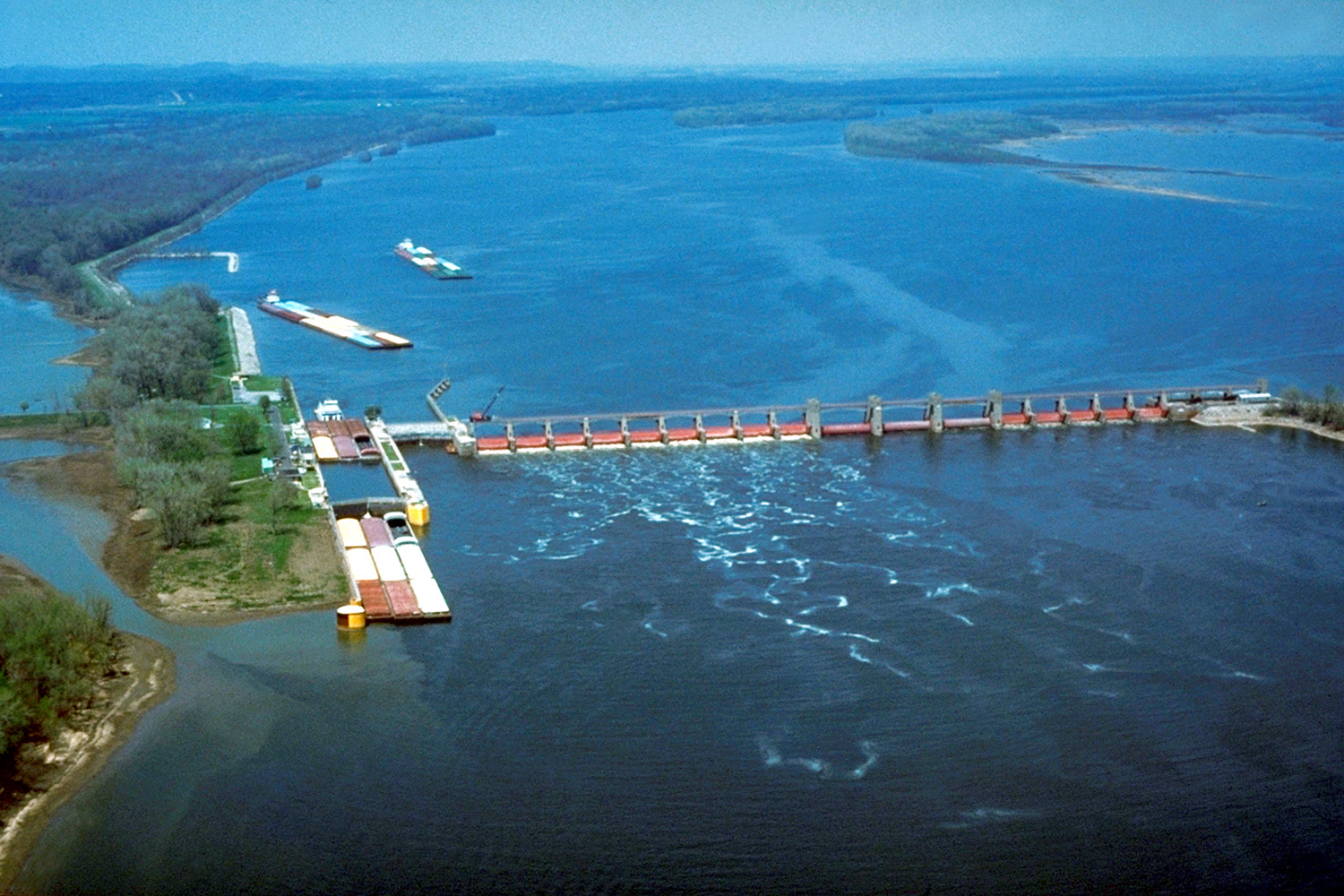 a description of the mississippi river Today, the mississippi river delta's natural cycles of change and rebirth have been constricted by human activities such as leveeing of the river for navigation and flood control, laying the groundwork for today's ecological collapse and land loss.