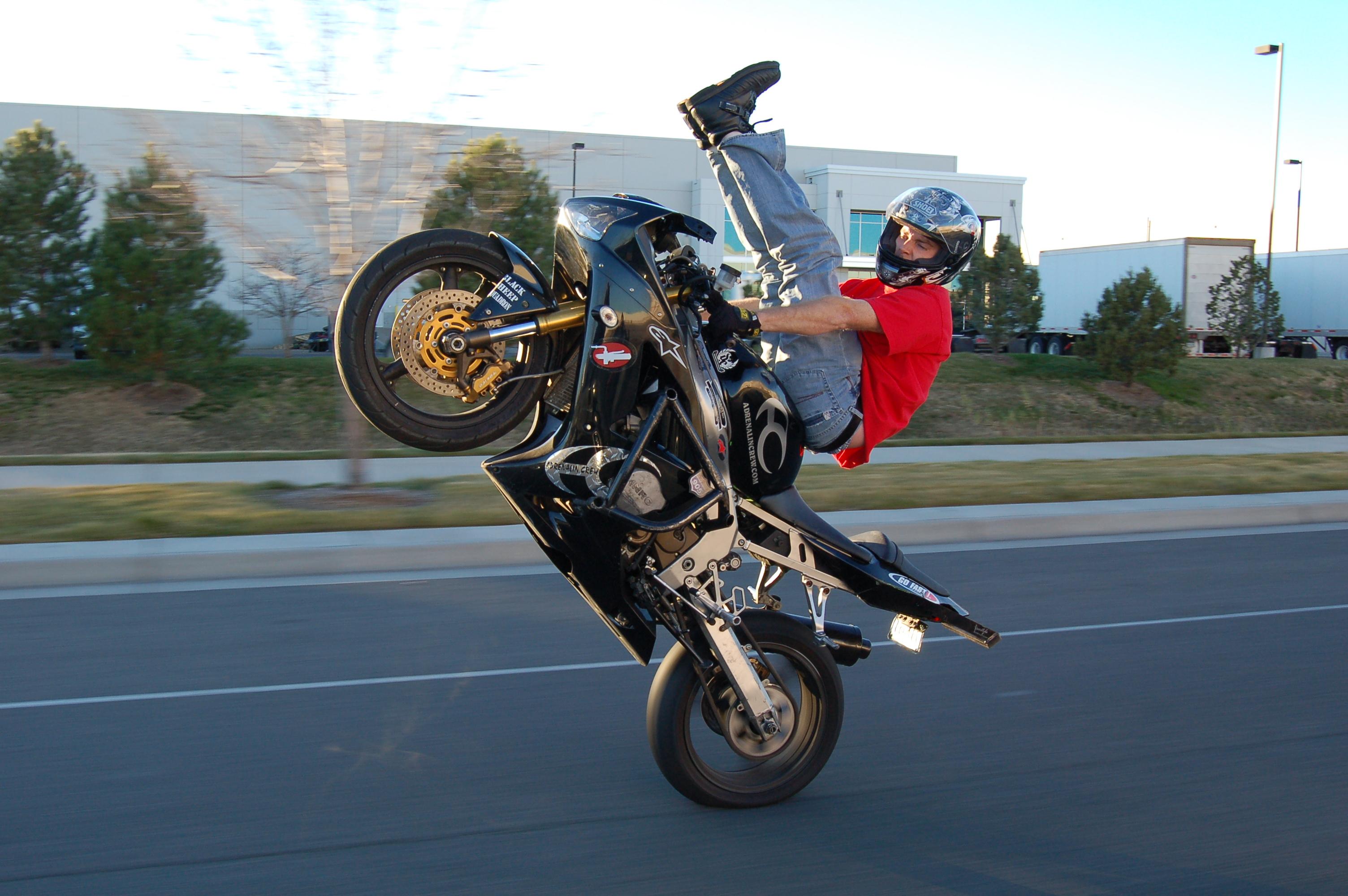 File Motorcycle Wheelie Jpg Wikimedia Commons
