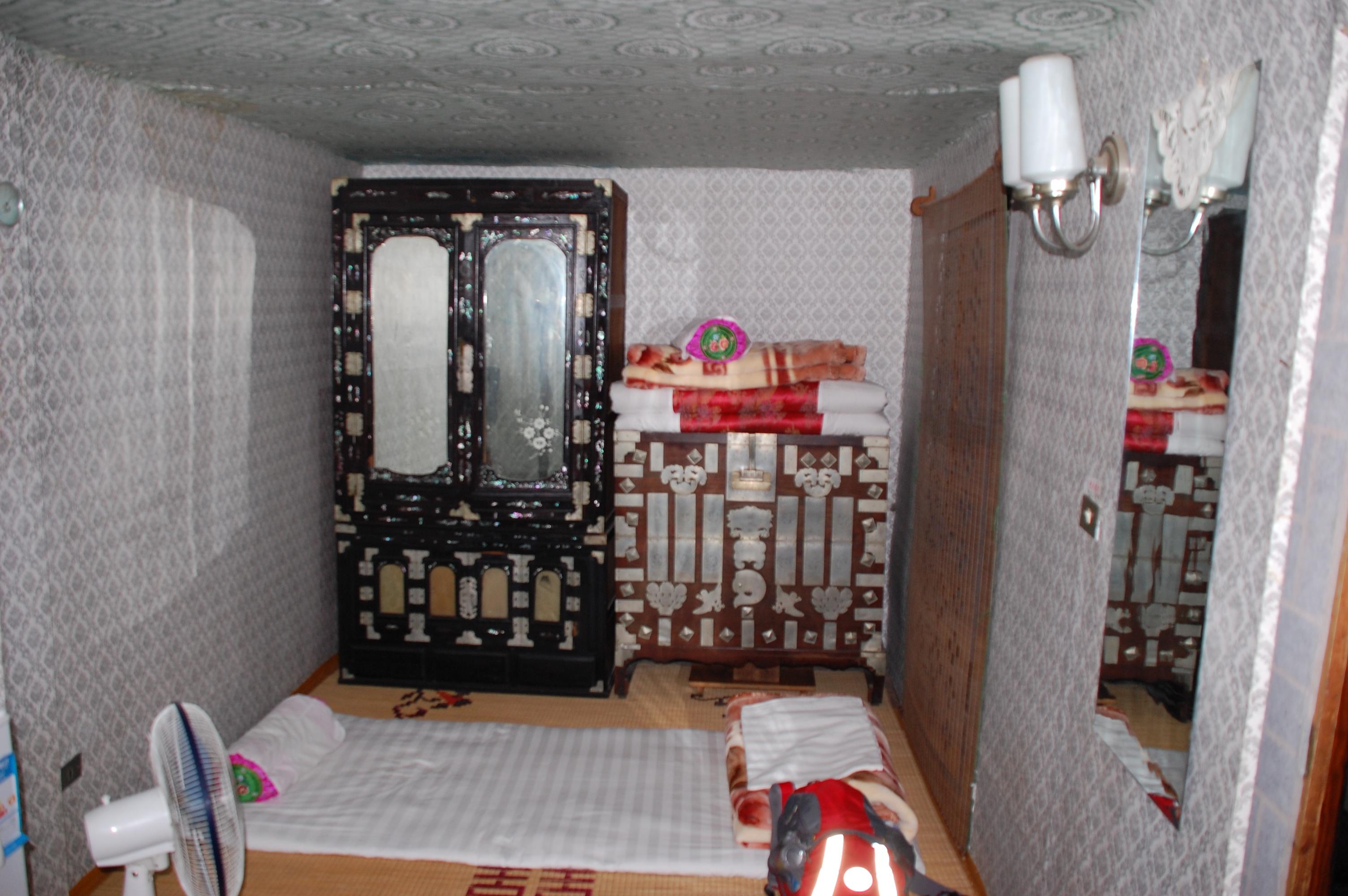 File North Korea Kaesong Folk Hotel Inside 01 Jpg