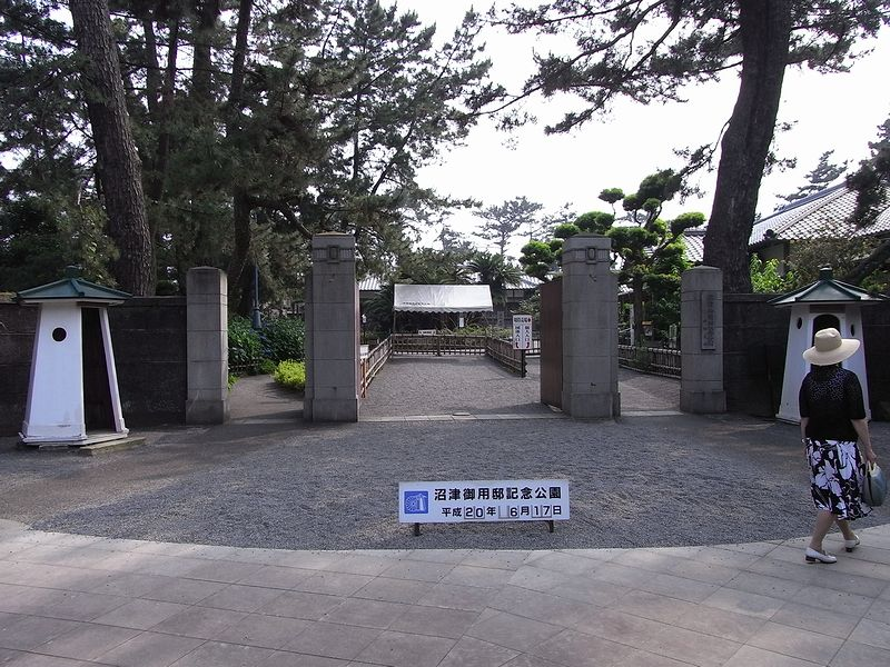 https://commons.wikimedia.org/wiki/File:Numazu_Goyotei_Park3.JPG