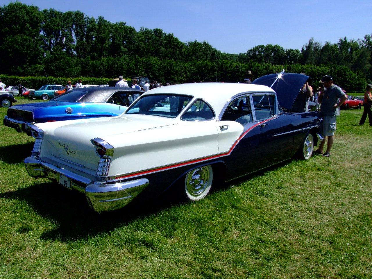File Oldsmobile Ninetyeight 1957 2 Jpg Wikimedia Commons