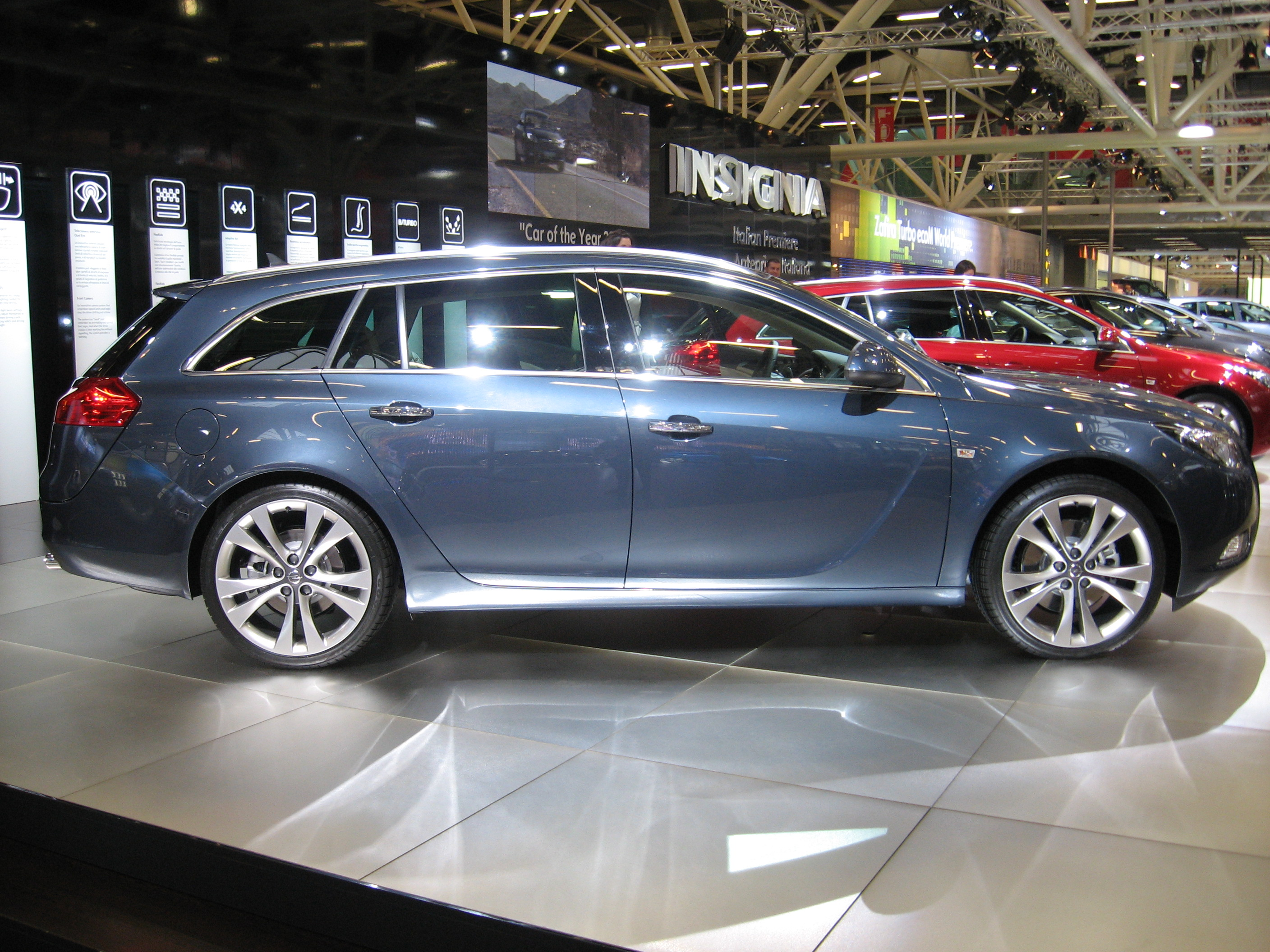 file opel insignia sw side view jpg wikimedia commons. Black Bedroom Furniture Sets. Home Design Ideas