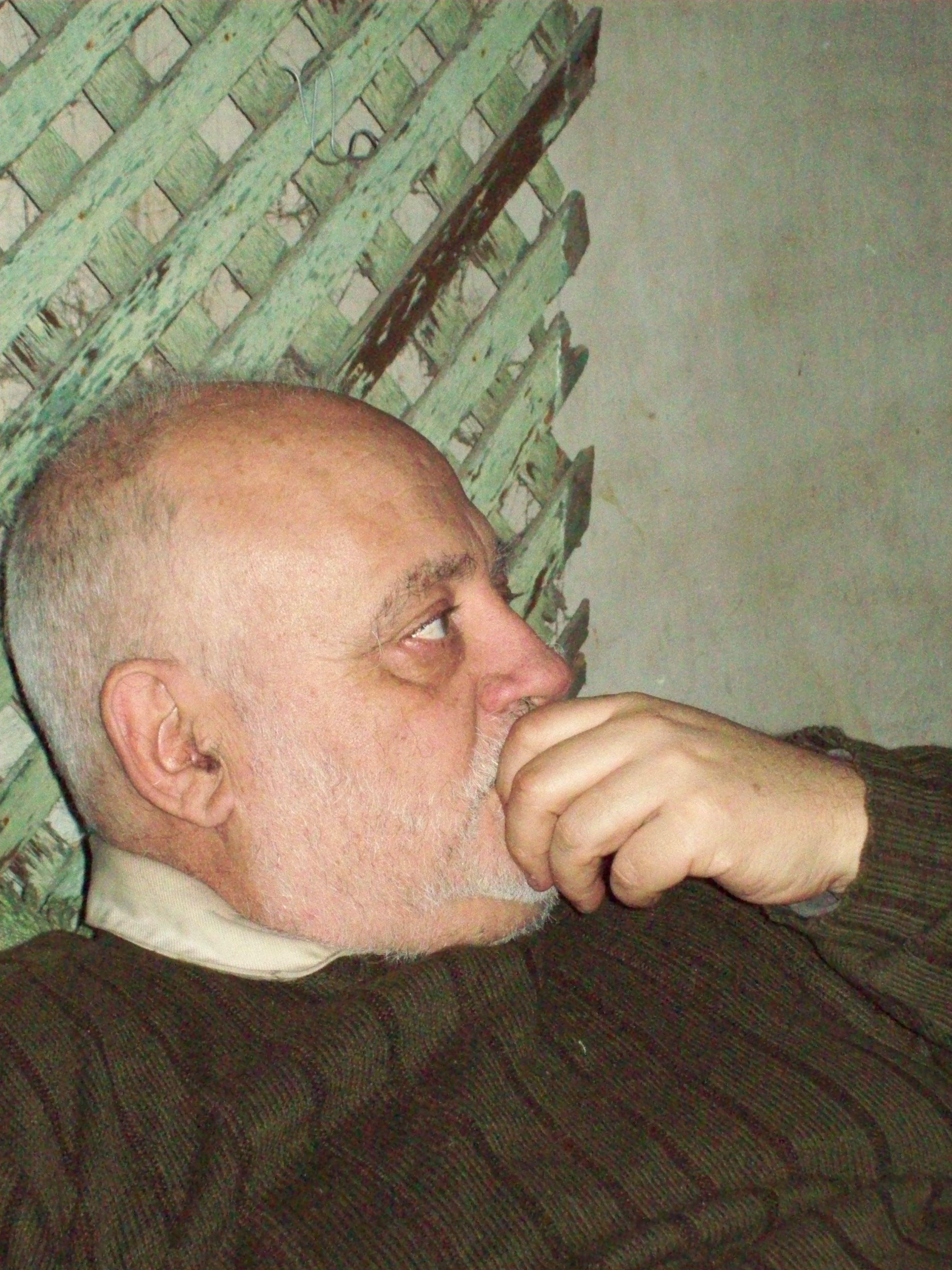 Description Perfil de hombre con barba cortada.JPG