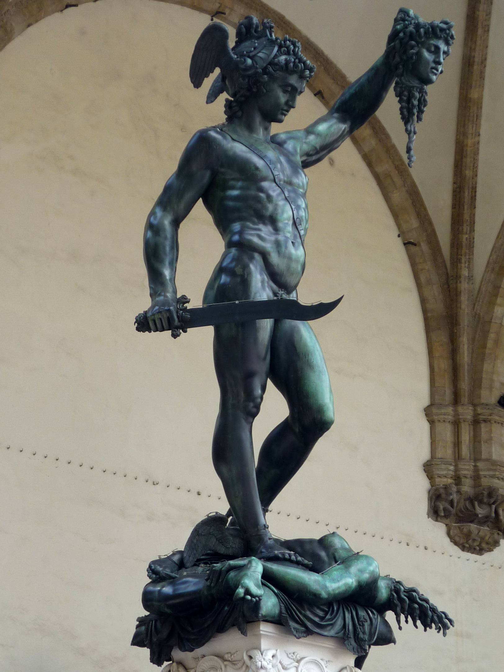 https://upload.wikimedia.org/wikipedia/commons/6/69/Perseo_of_Benvenuto_Cellini.jpg