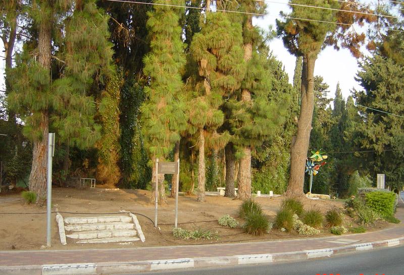 הכניסה לגן ראובן מרחוב השדרה