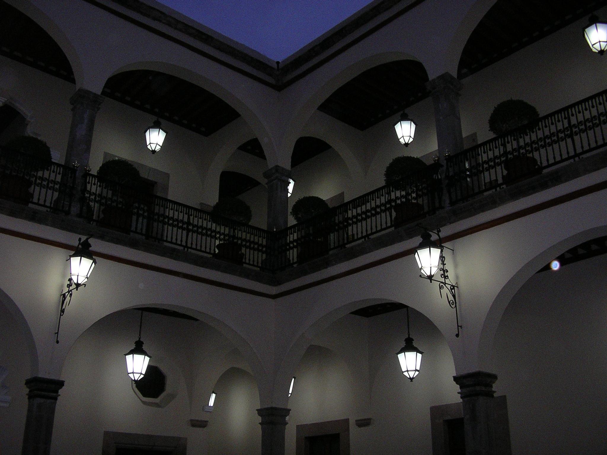 File quer taro palacio de gobierno interior noche 2 jpg for Gobierno interior
