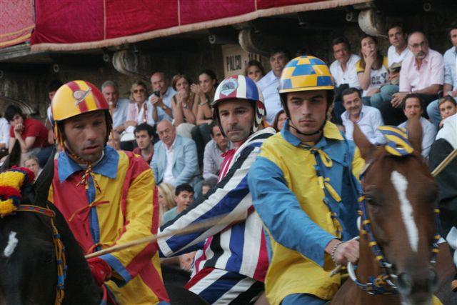 Tre fantini al Palio di Provenzano 2009: Salasso, Trecciolino e Gingillo