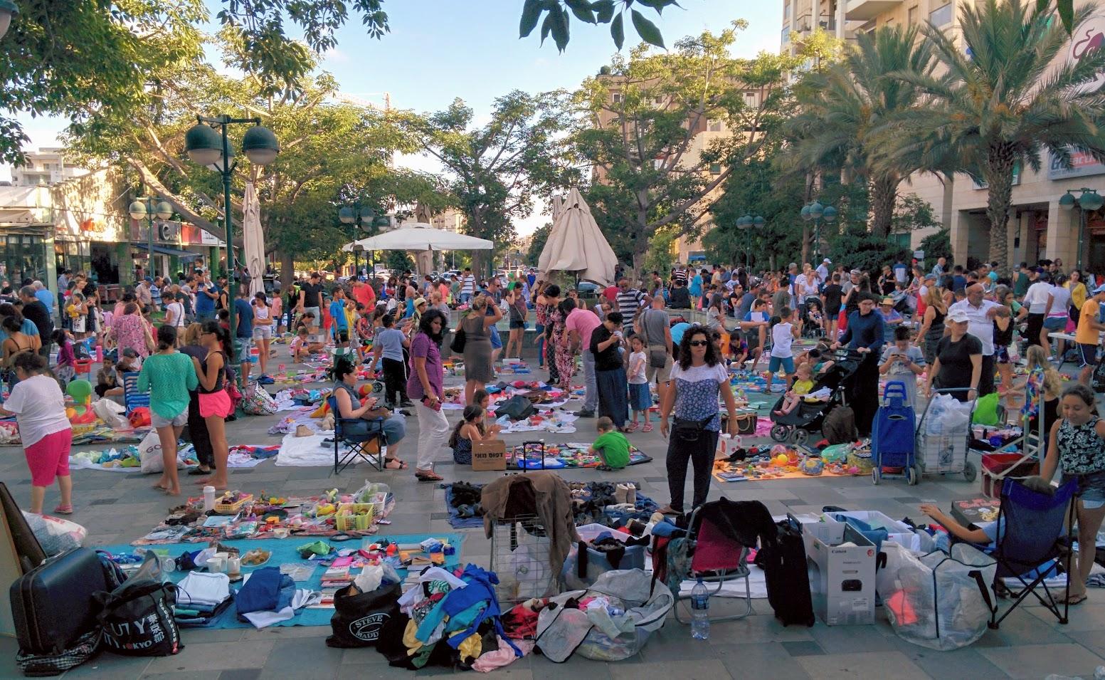 File:Second hand Market in Marom Naveh, Ramat Gan, Israel ...