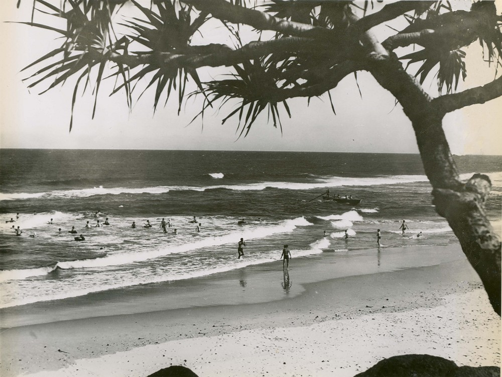 By Photographic Collection from Australia (Surfing at Ballina (NSW)  Uploaded by Oxyman) [CC-BY-2.0 (http://creativecommons.org/licenses/by/2.0)], via Wikimedia Commons