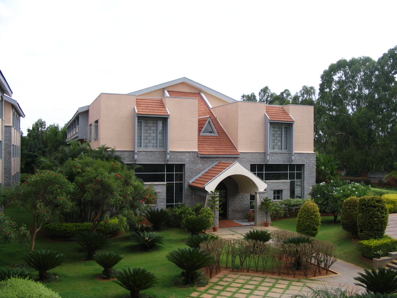 File tisb guest house jpg wikimedia commons for House with guest house
