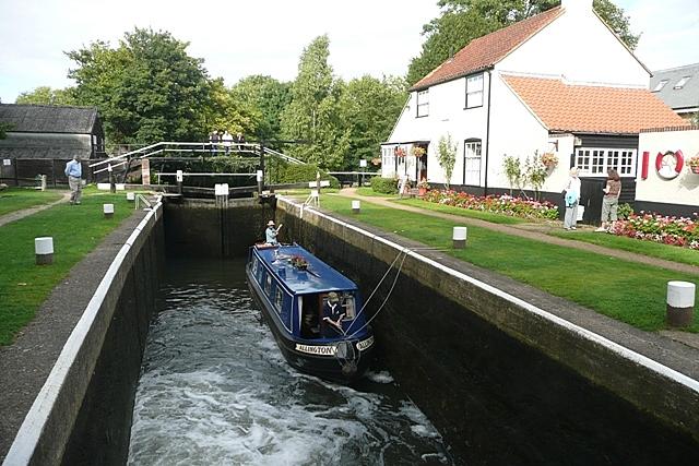 Thames Lock - geograph.org.uk - 949036