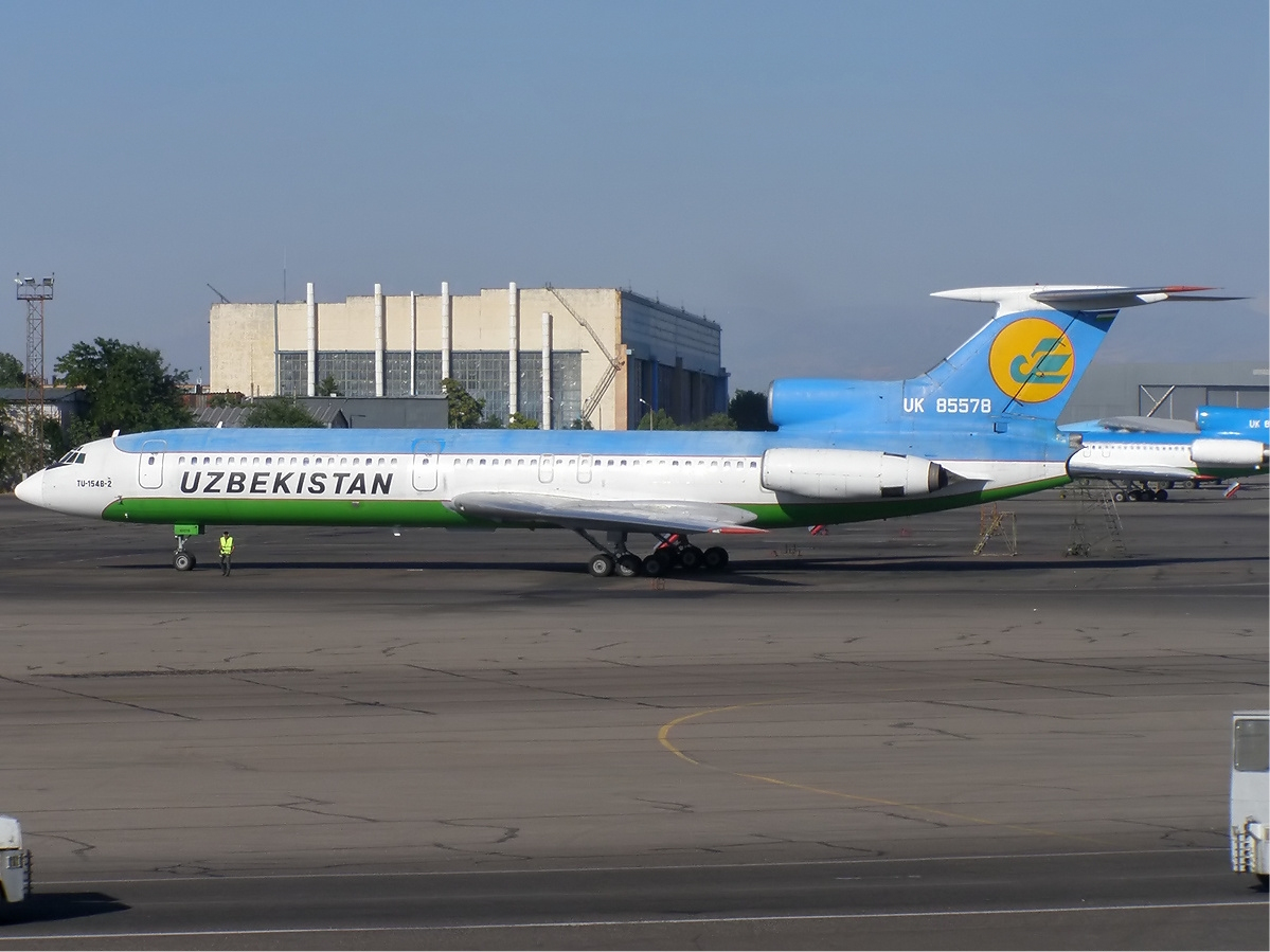 https://upload.wikimedia.org/wikipedia/commons/6/69/Uzbekistan_Airways_Tupolev_Tu-154B-2_Dyubin.jpg
