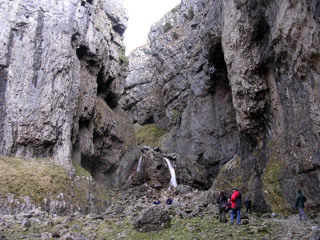 Waterfalls, Gordale Scar - geograph.org.uk - 8417