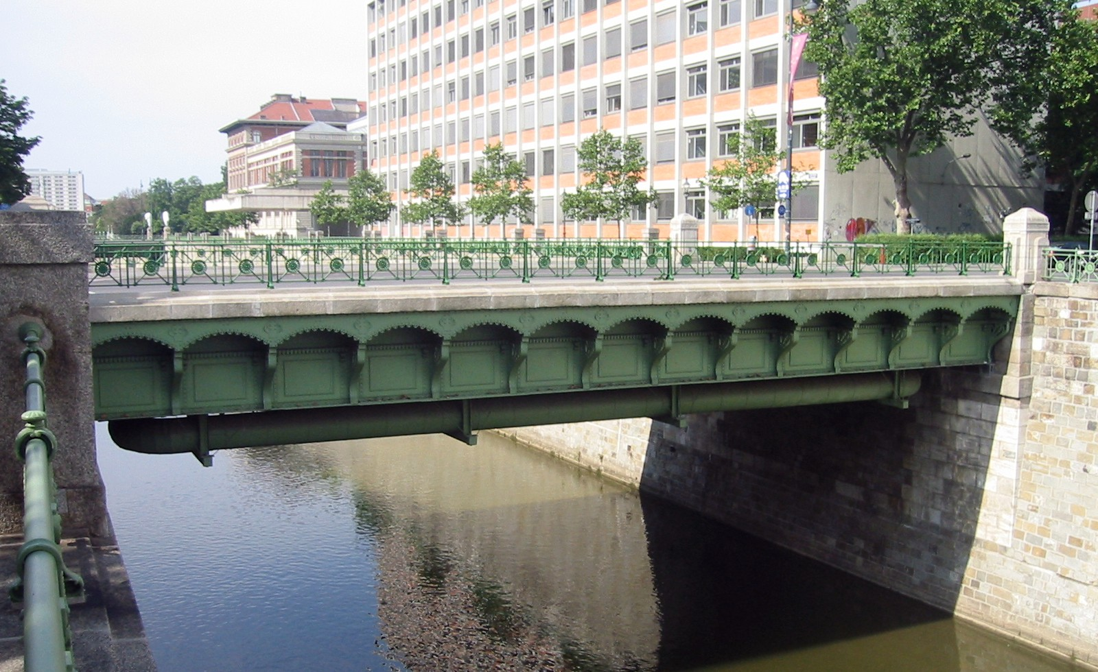 Wien Kleine Marxerbrücke.jpg