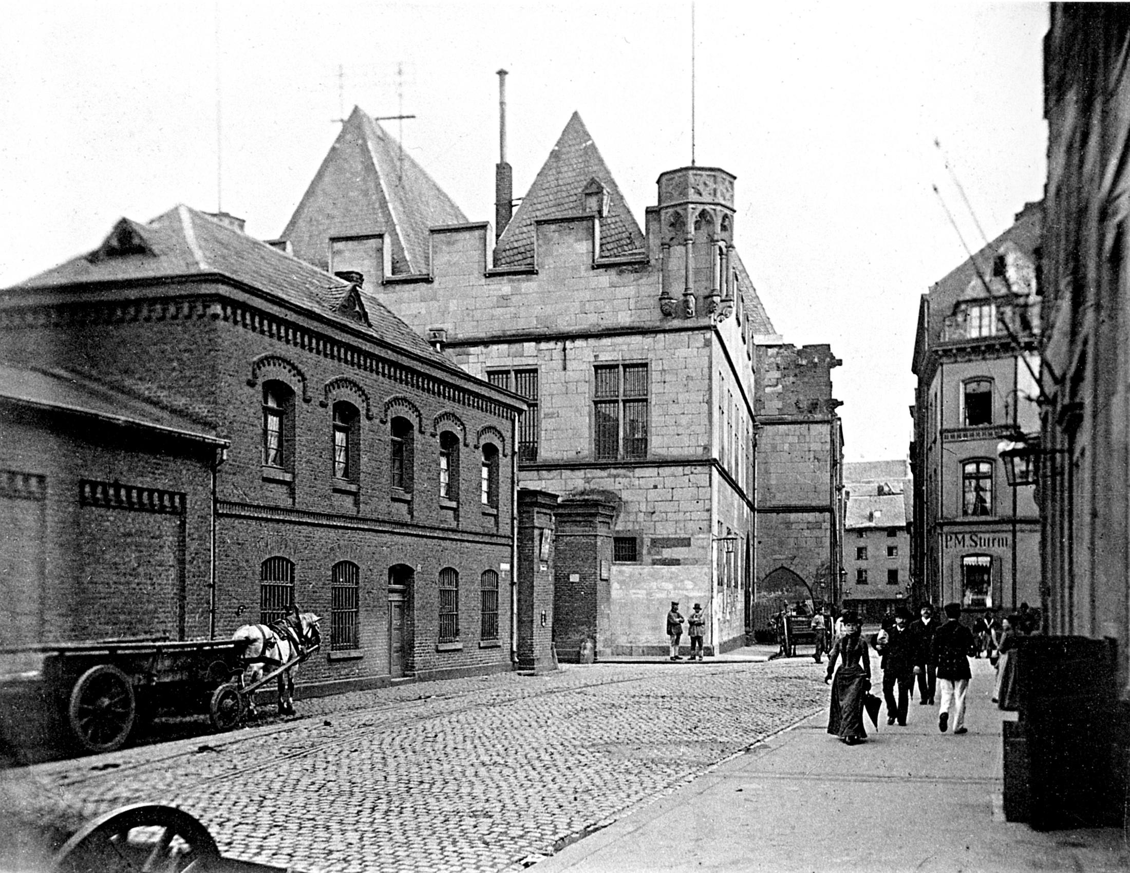 Koln Hotel In Domnahe