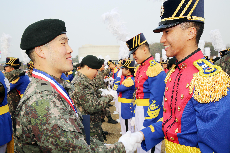File:14.2.27 육군사관학교 졸업식(Graduation Ceremony Korea ...