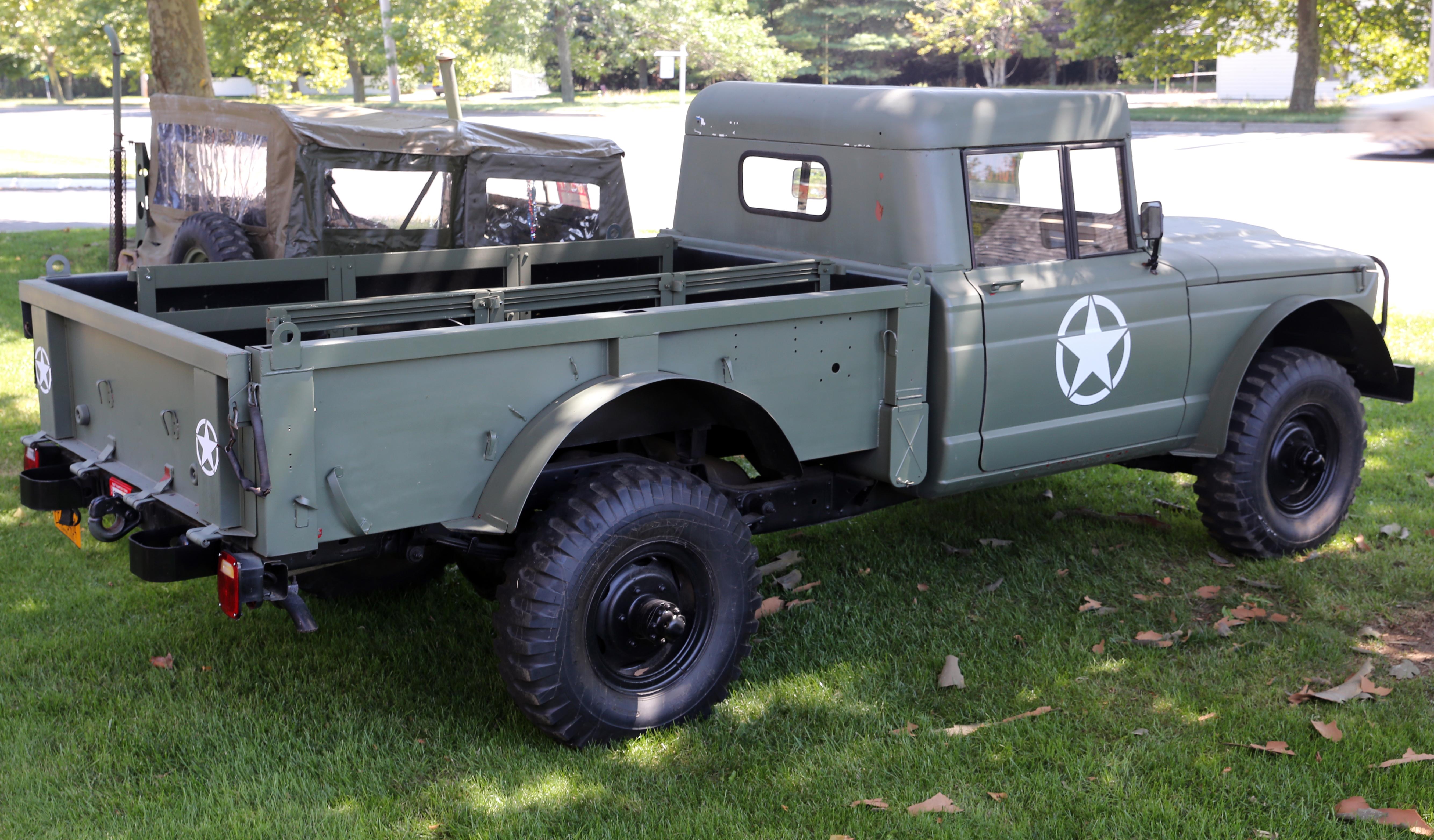 File:1967 Kaiser Jeep M715 rear.jpg - Wikimedia Commons