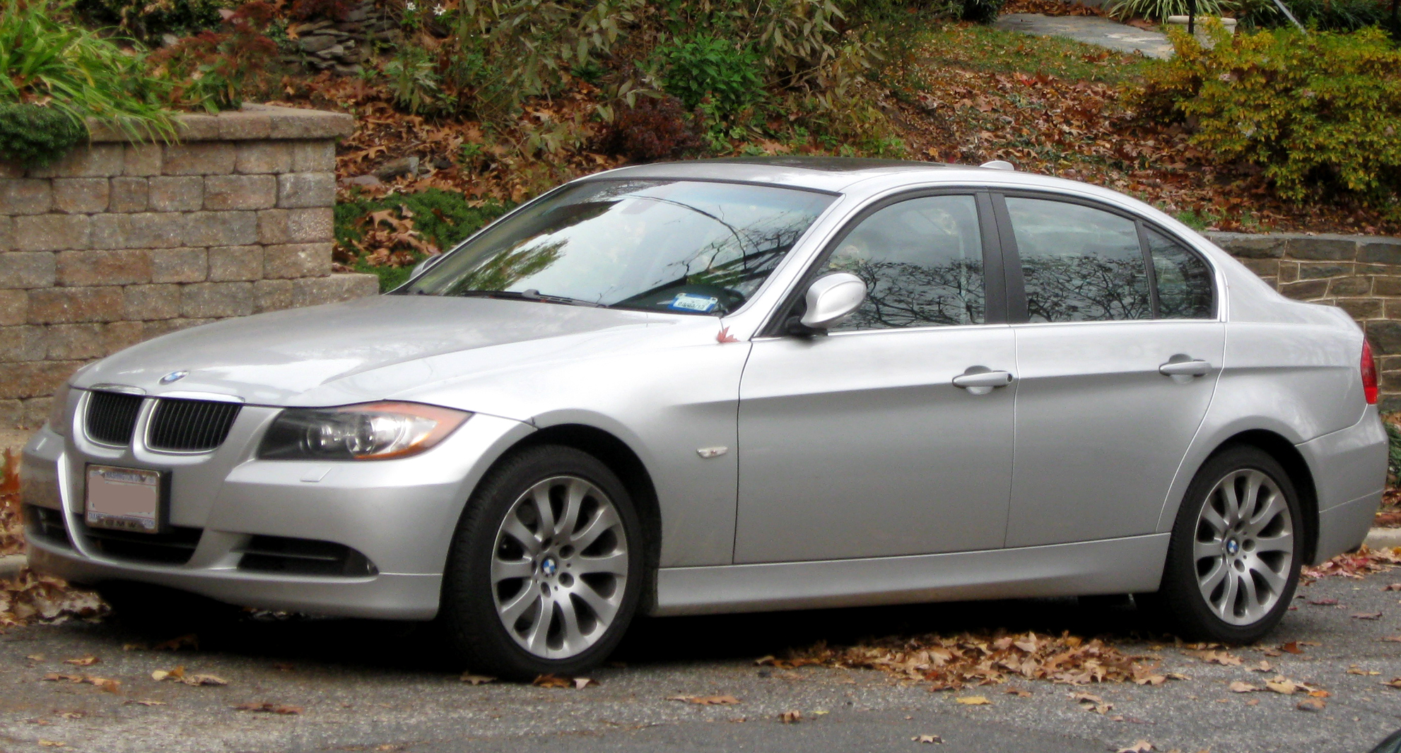 File:2006 BMW 330Xi sedan -- 11-13-2011.jpg - Wikimedia Commons