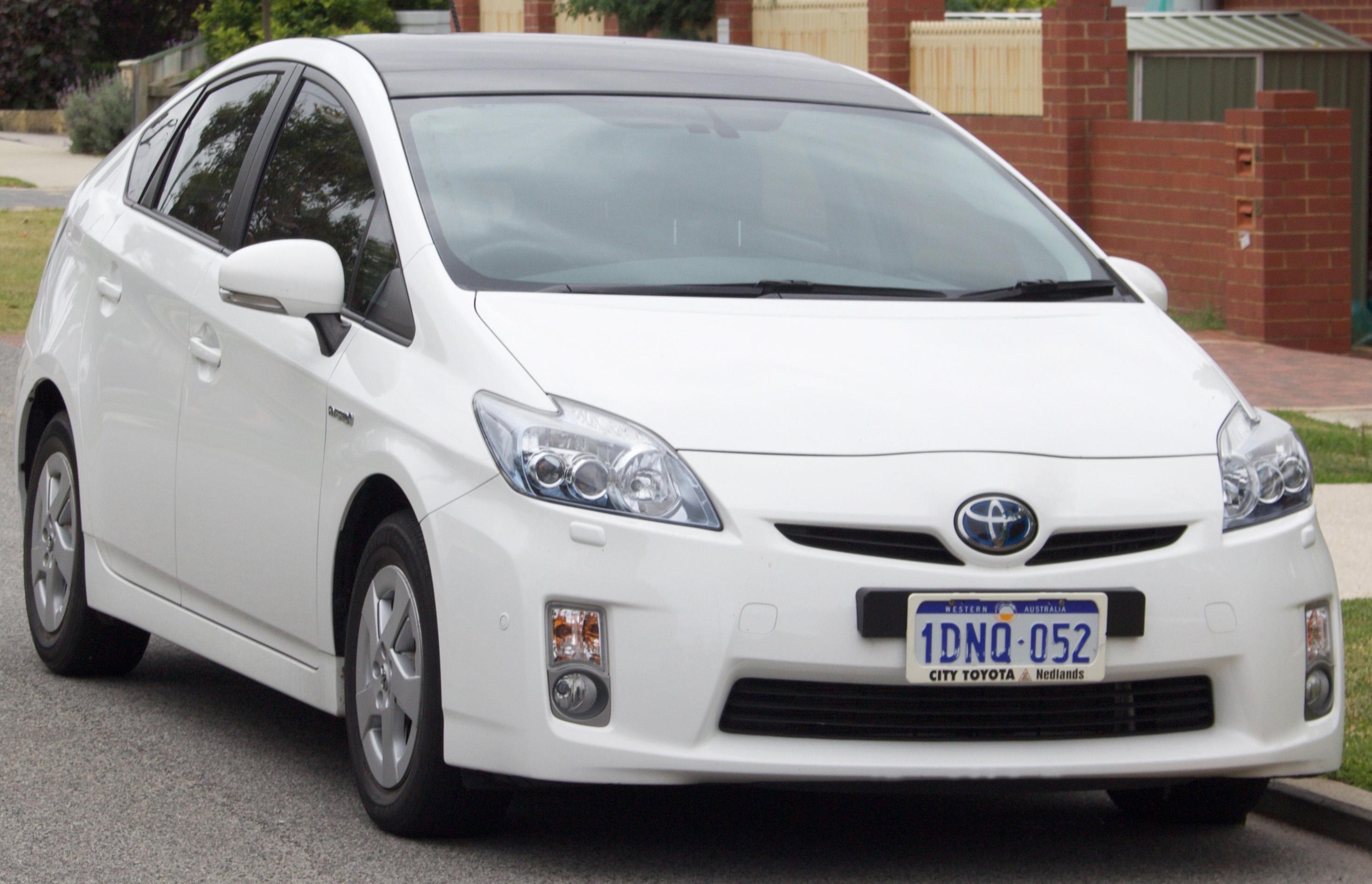File:2009-2012 Toyota Prius (ZVW30R) i-Tech liftback (2015-10-18