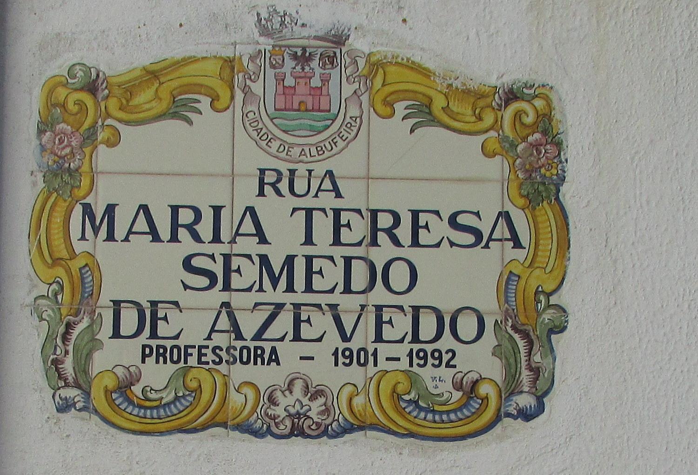 File:2018-01-14 Tile street name sign, Rua Maria Teresa Semedo de