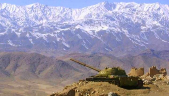 Russischer Panzer in einer Stellung in Afghanistan