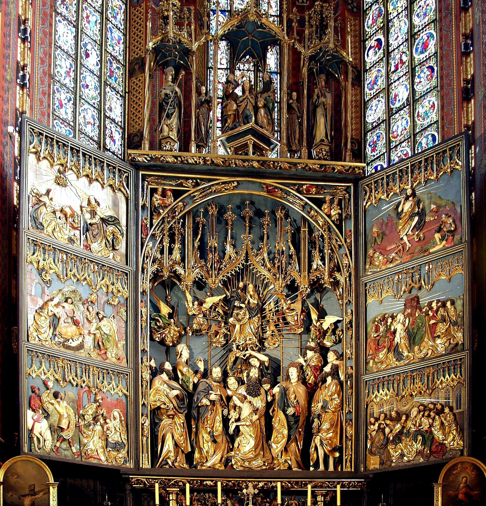 https://upload.wikimedia.org/wikipedia/commons/6/6a/Altar_of_Veit_Stoss%2C_St._Mary%27s_Church%2C_Krakow%2C_Poland.jpg