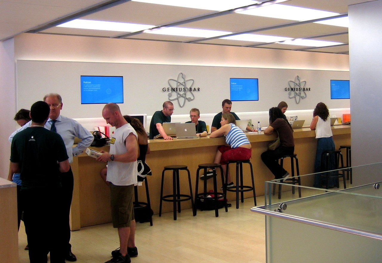 how to work at apple store