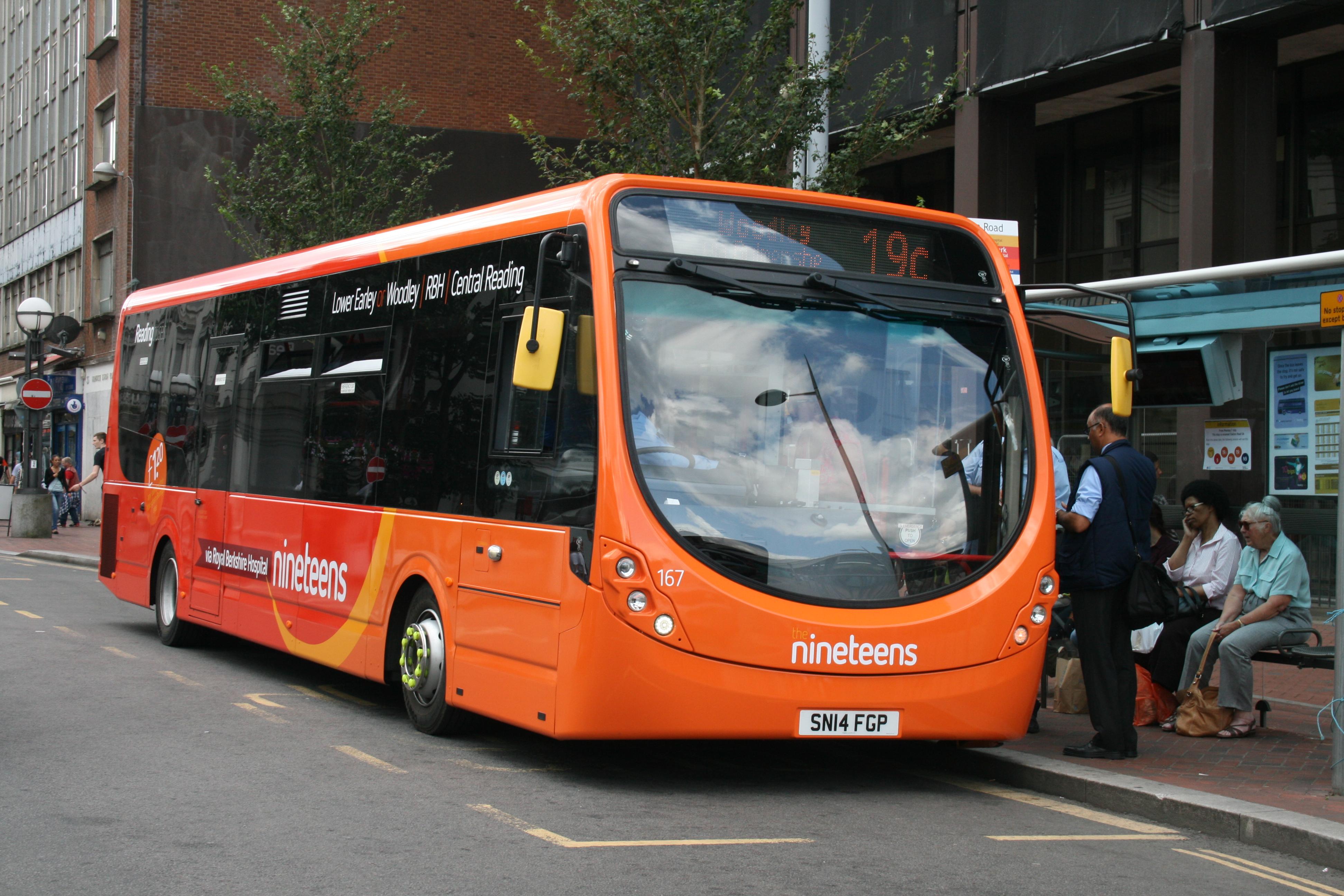 роль актер автобус оранжевый картинки лесной