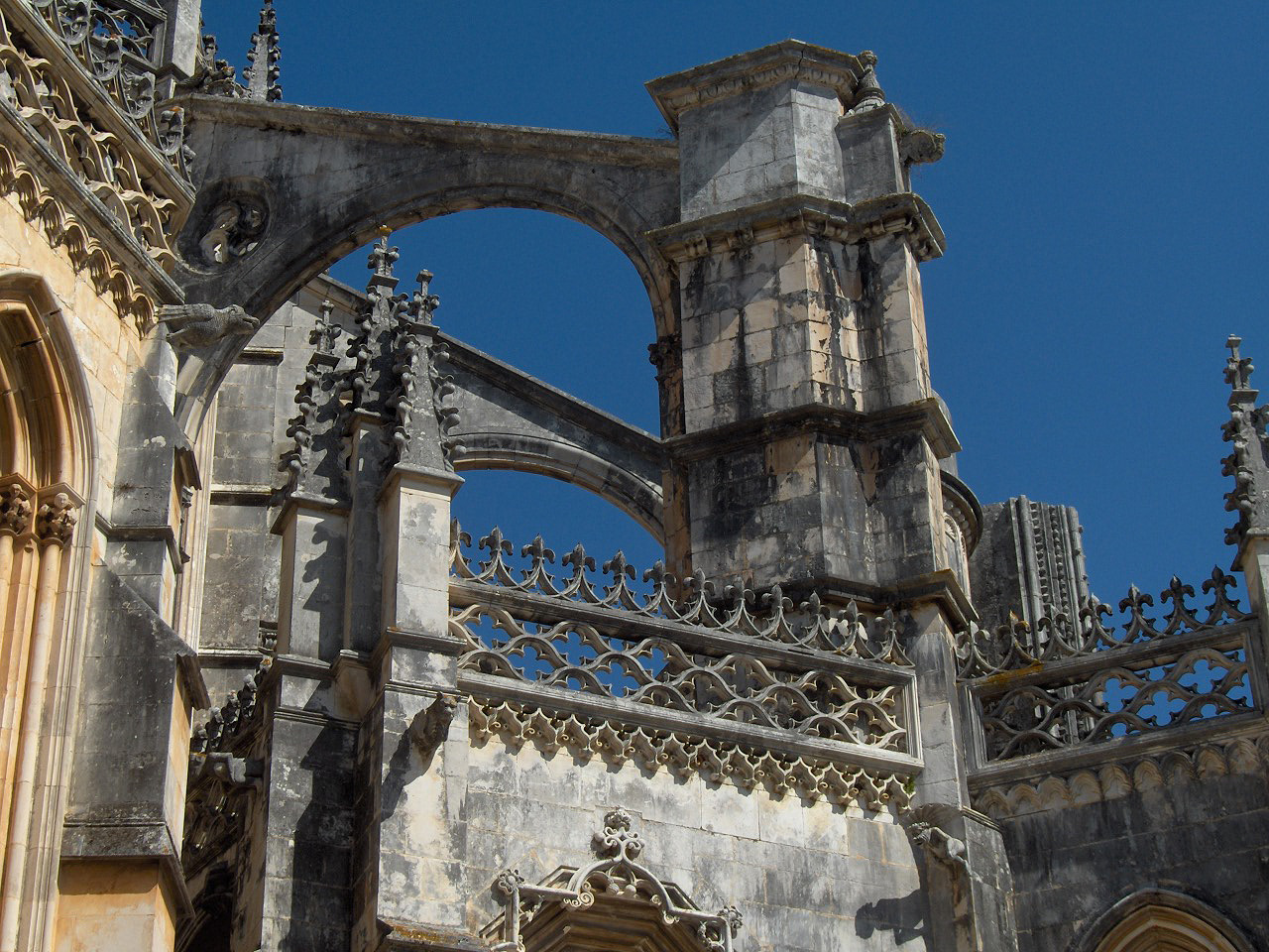 File:Batalha47.jpg - Wikimedia Commons Gothic Architecture Flying Buttress