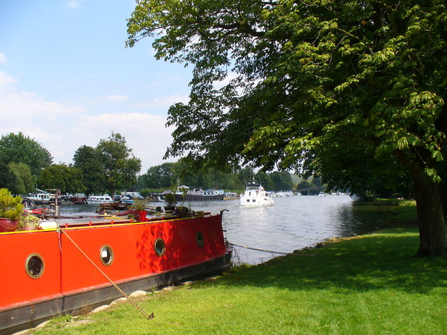 Below Hurley Lock - geograph.org.uk - 523235