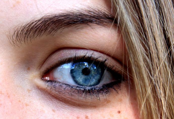 Description Bright blue eye.png