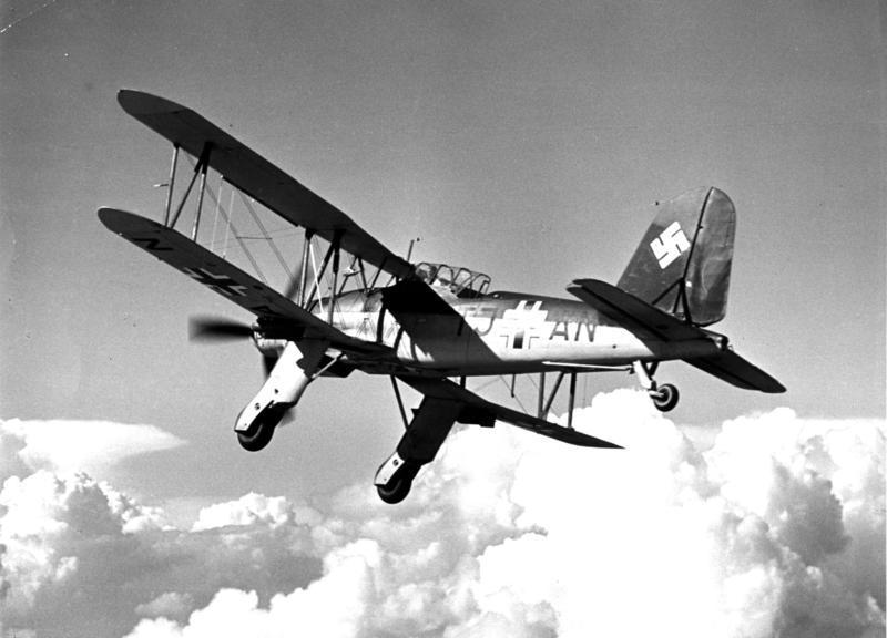 File:Bundesarchiv Bild 146-1977-110-06, Flugzeug Fieseler Fi 167.jpg