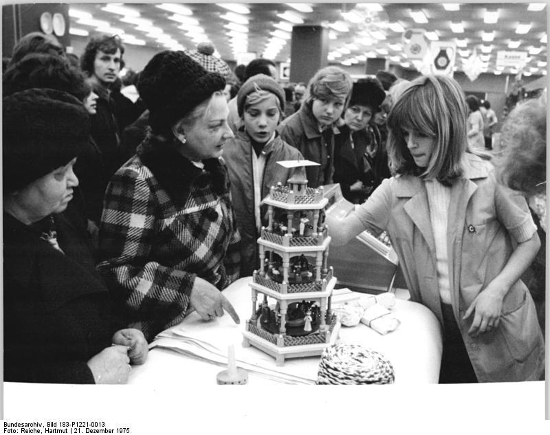 Datei:Bundesarchiv Bild 183-P1221-0013, Berlin, Centrum Warenhaus ...