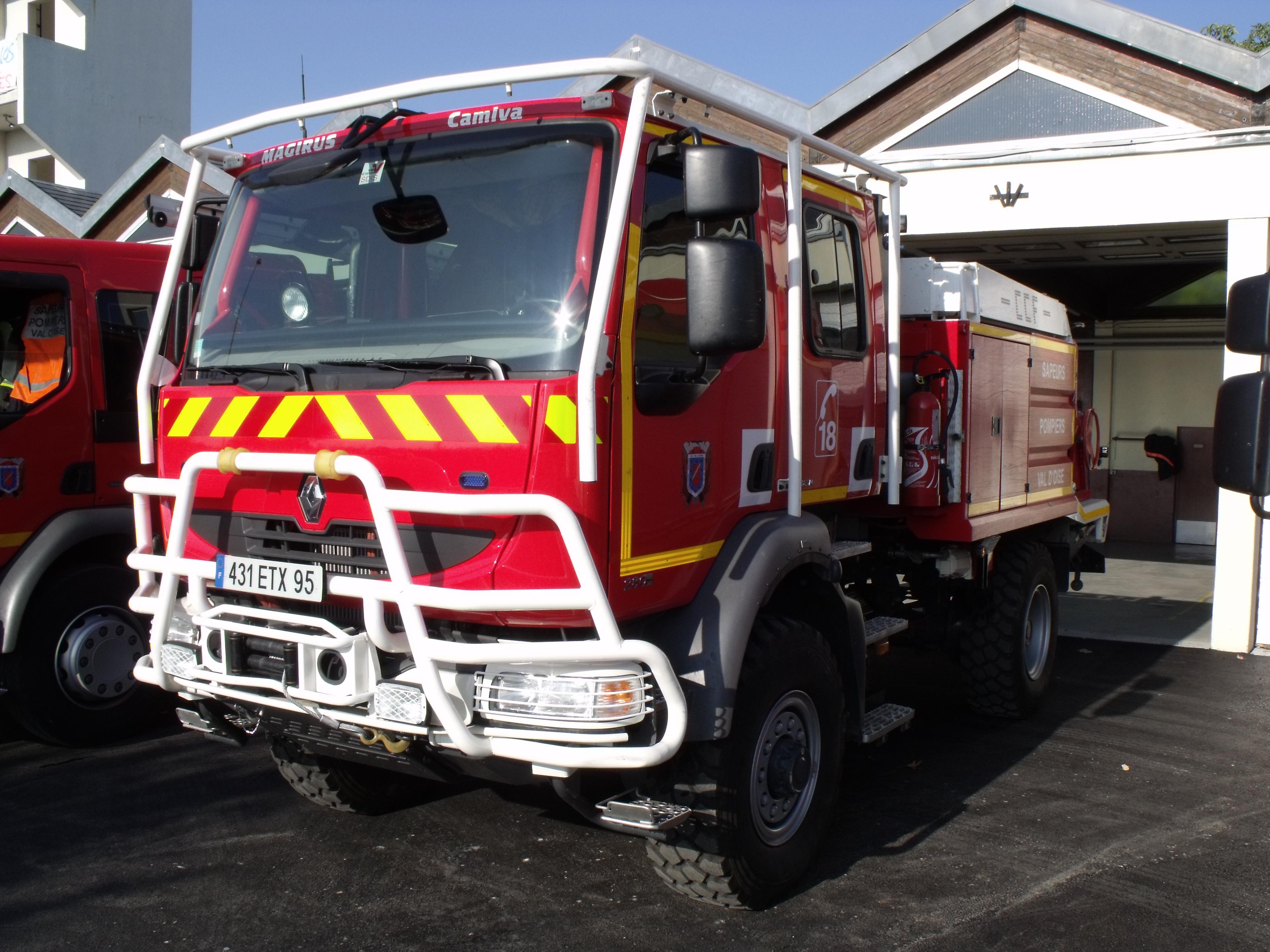 File Camion De Pompiers Renault Val D Oise Jpg