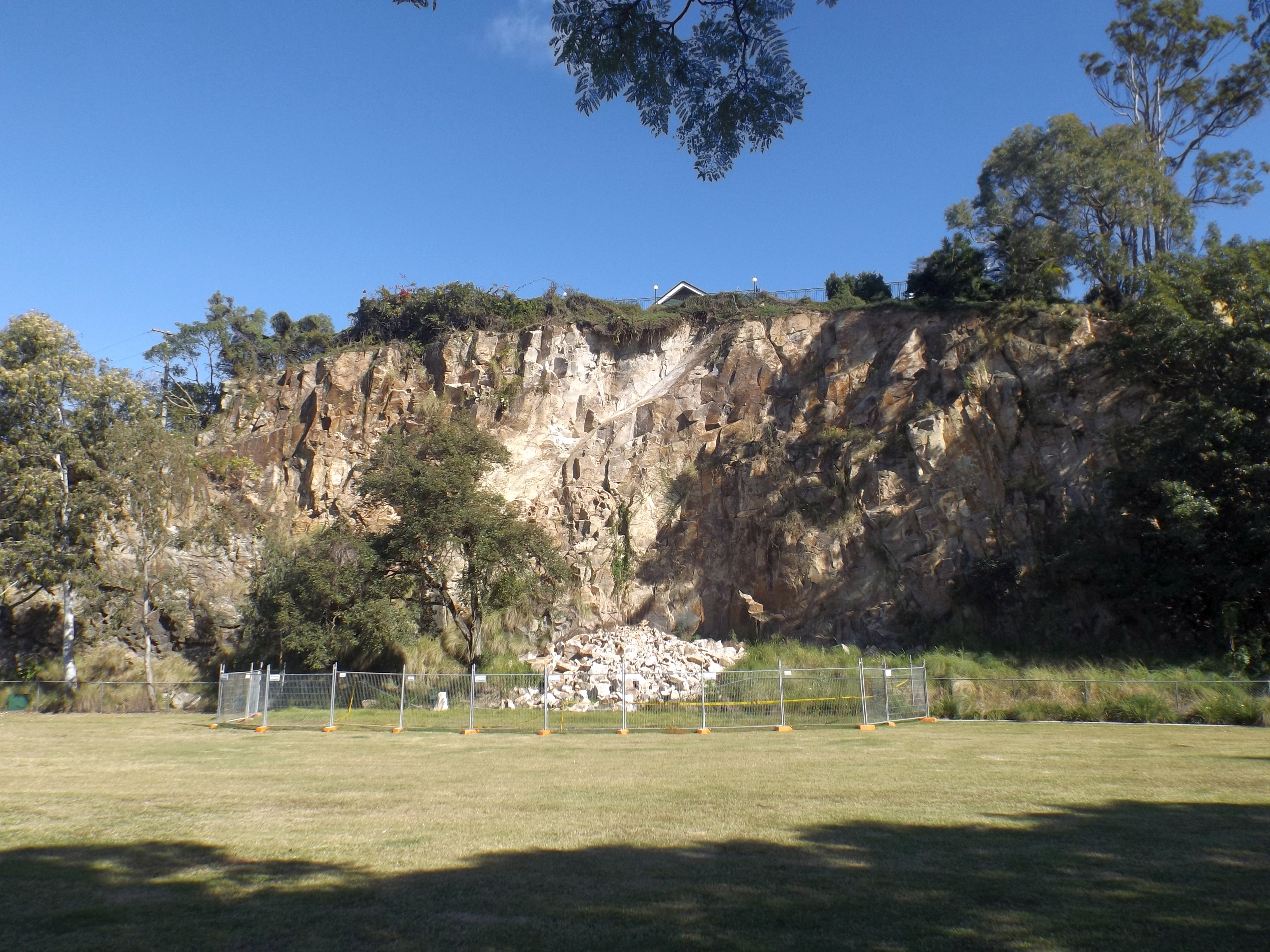 File Cliff At Windsor Town Quarry Park Jpg Wikimedia Commons