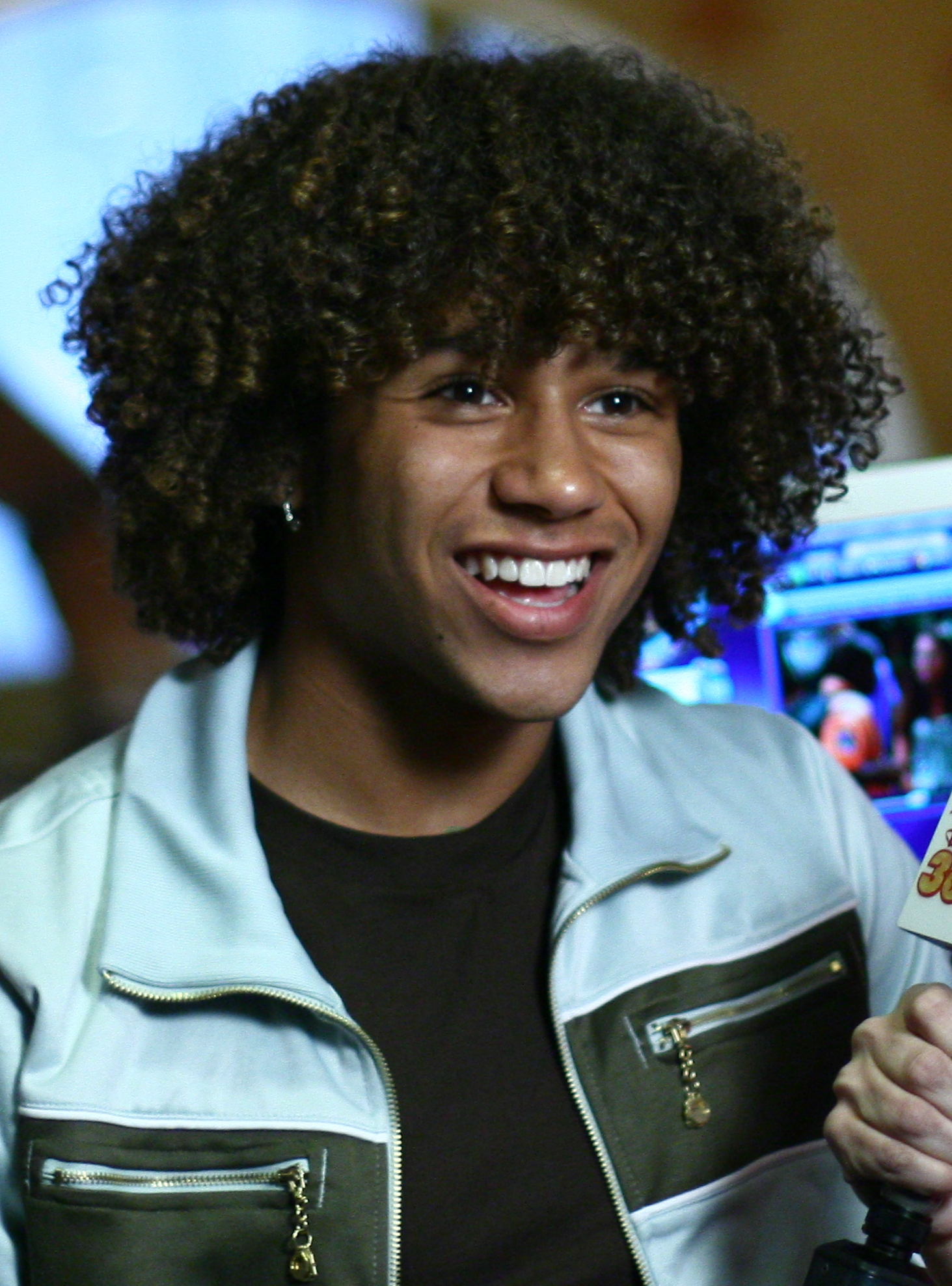 File:Corbin Bleu 4, (Cropped).jpg - Wikimedia Commons