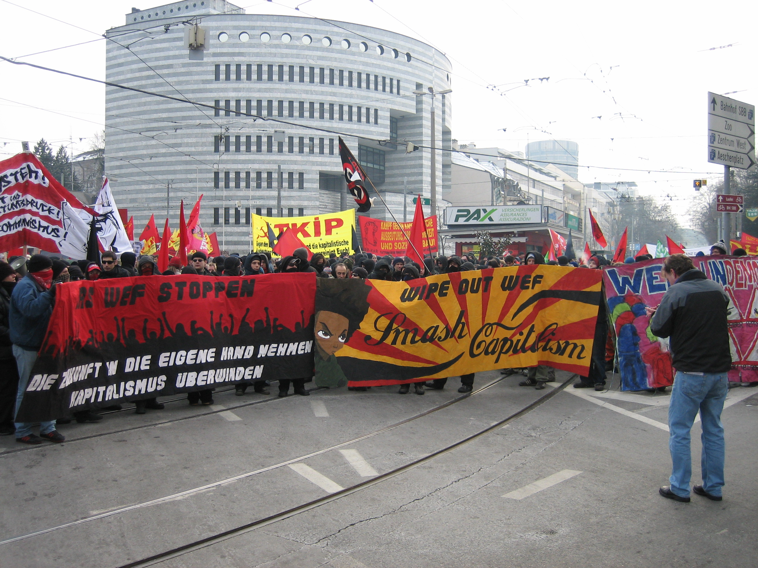 [Image: Demo-gegen-wef.jpg]