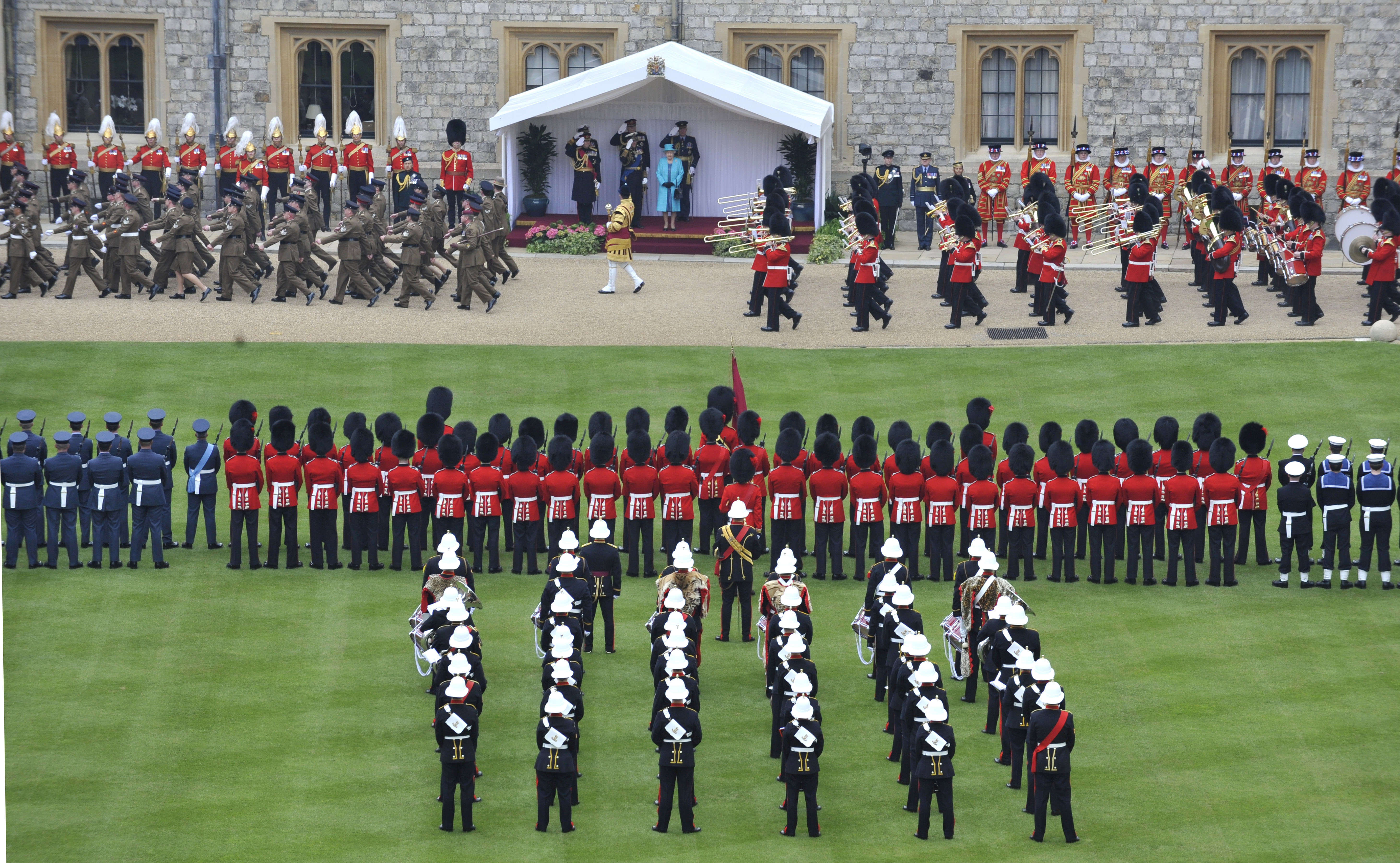 filediamond jubilee parade and muster british army pass in reviewjpg - Muster