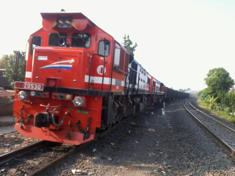 Emd Gt Ace C In Action Closely Captured