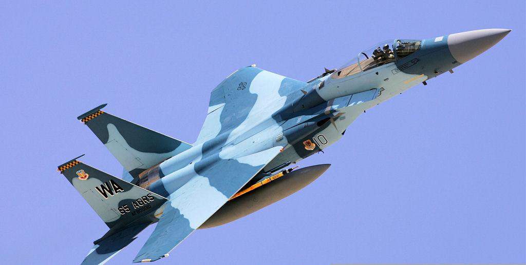 لماذا تستخدم الأسلحة والمقاتلات السوفيتية في الولايات المتحدة ؟ F-15E-80-0010-64as-nellis