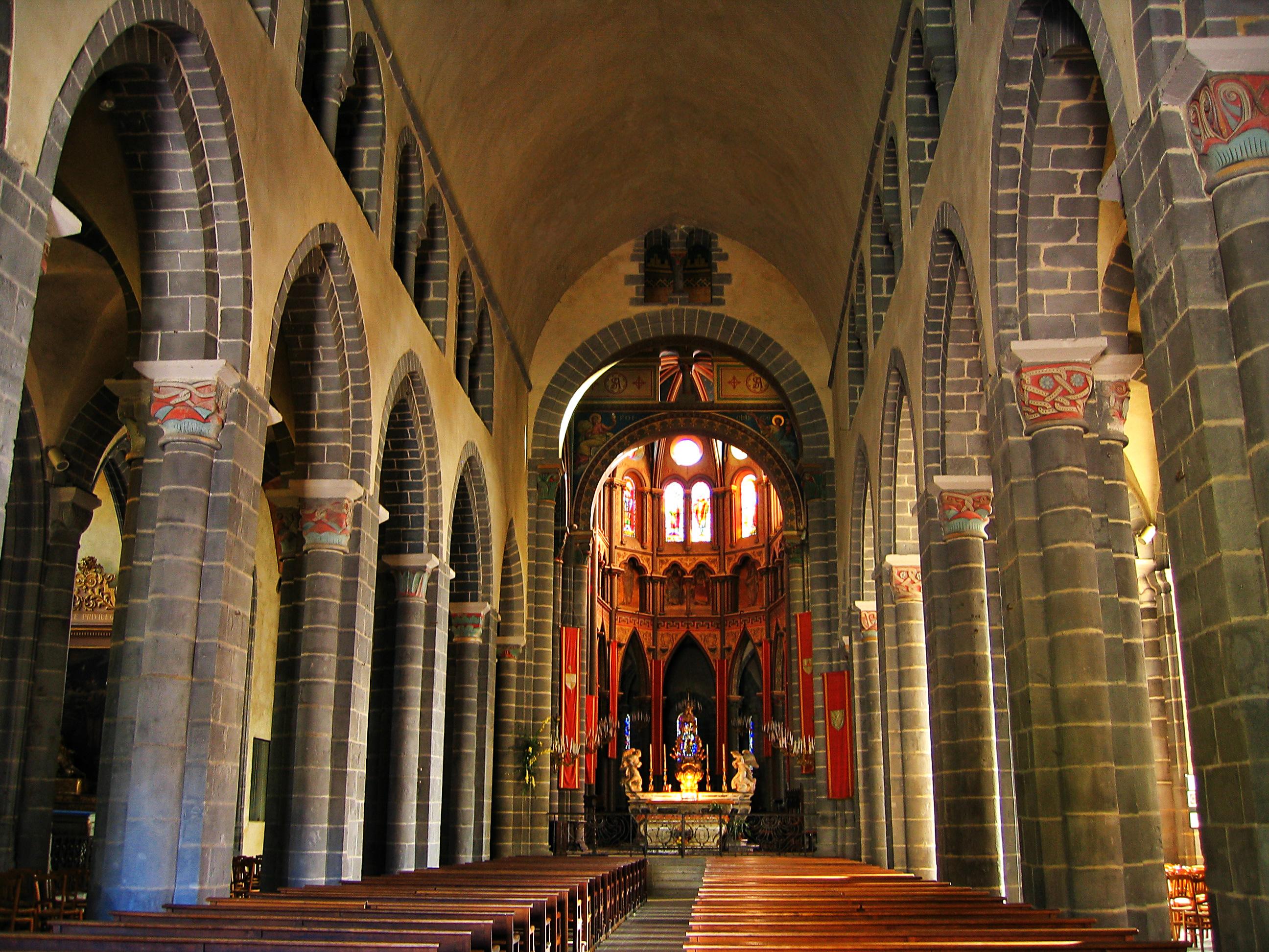 File france auvergne riom la basilique saint amable for Interieur frans