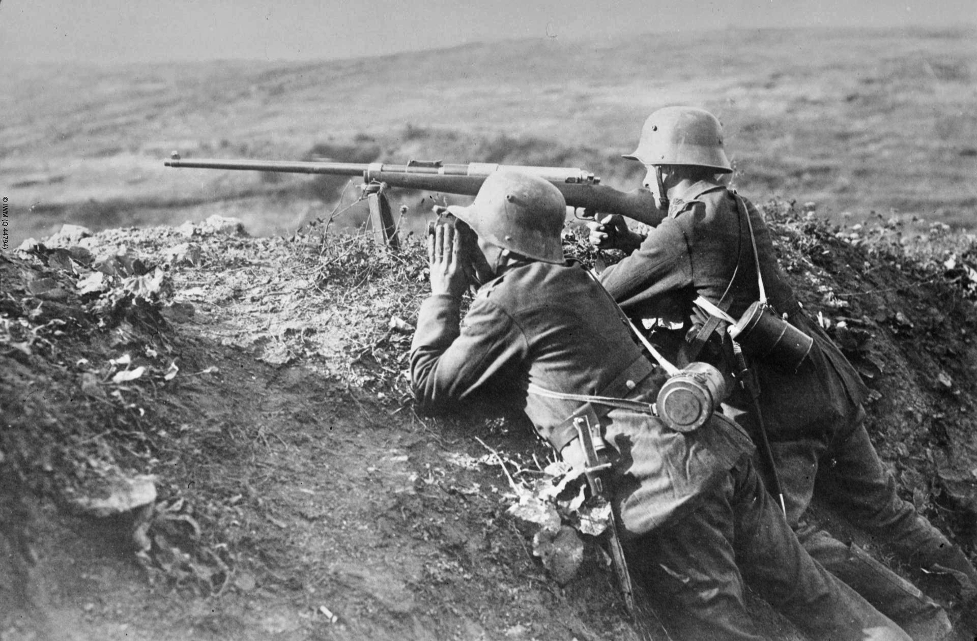 German 50 Mm Anti Tank Gun: File:German T-Gewehr Anti-tank Rifle Team Of Infanterie