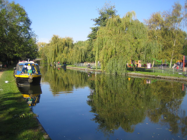 Grand Union Canal in Berkhamsted - geograph.org.uk - 591629