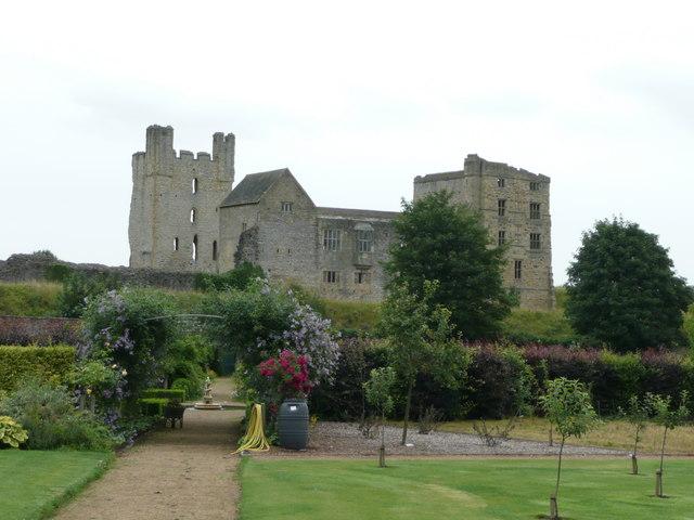 Helmsley Castle - geograph.org.uk - 936309
