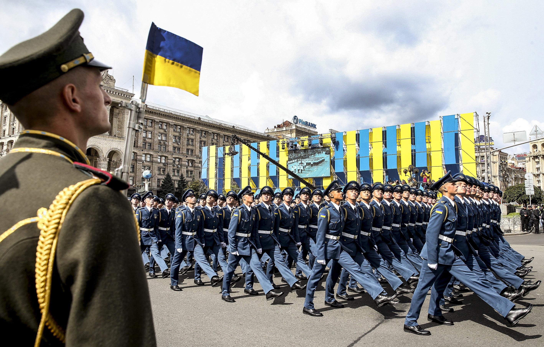 Параду не буде - нова ідея Зеленського на 300 мільйонів грн. військовим