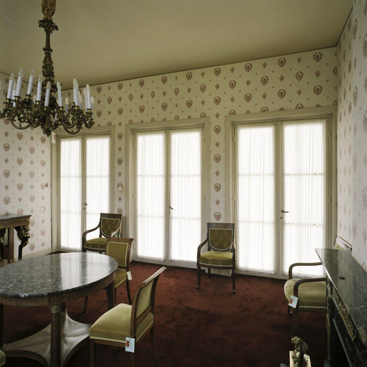 File interieur overzicht van de gele kamer gelegen in de for Kamer interieur