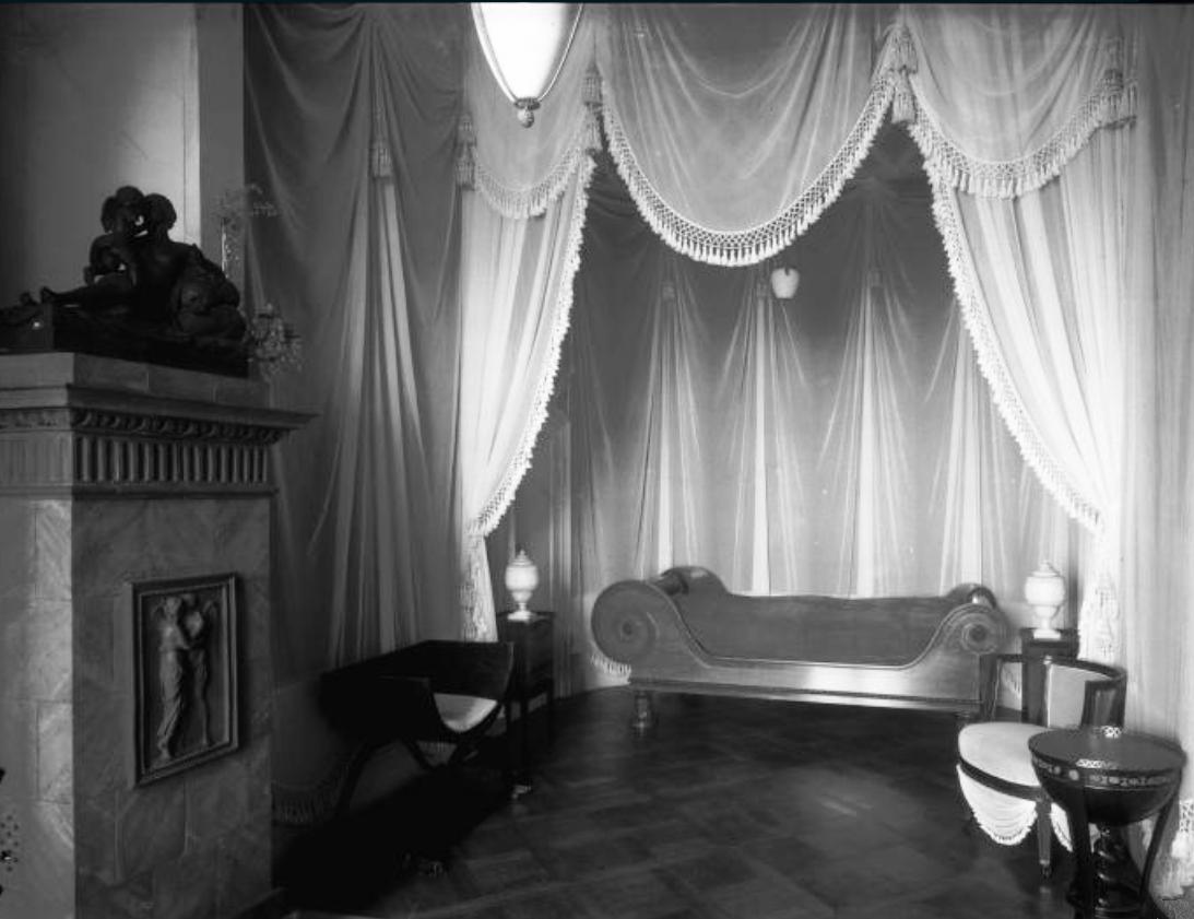 plik interior of stadtschloss potsdam wohnung der k nigin luise schlafzimmer der k nigin 2. Black Bedroom Furniture Sets. Home Design Ideas