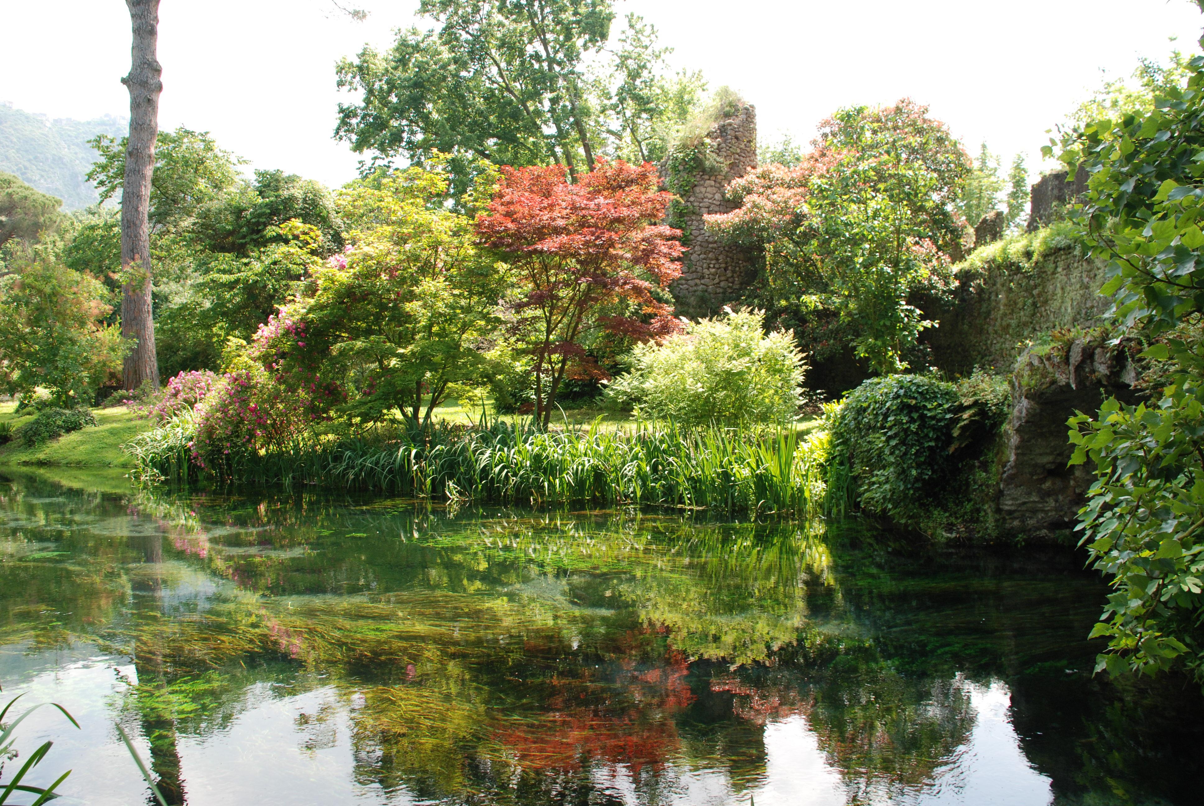 File lago di ninfa 2 jpg wikimedia commons for I giardino di ninfa